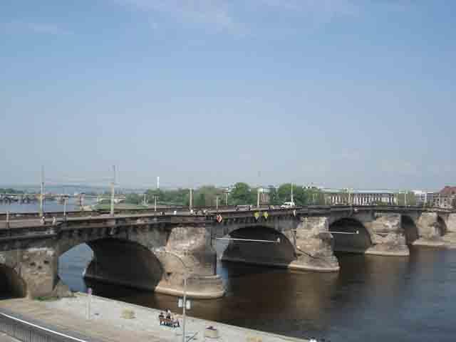 http://humanclub.ru/foto/2011/2011-dre/1/DSC03998.jpg