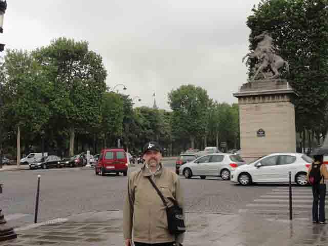 http://humanclub.ru/foto/2011/2011-pa2/1/DSC00877.jpg